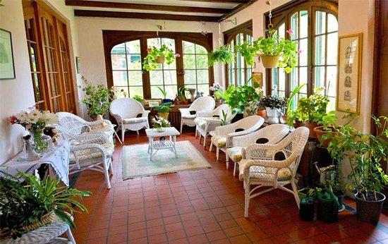 Green Gables Guest House : The Sun Room