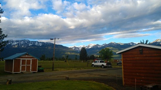 Mountain View Motel & RV Park: The Mountains(view from room)