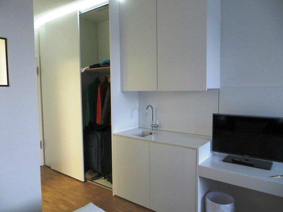 Midori Guesthouse: Storage