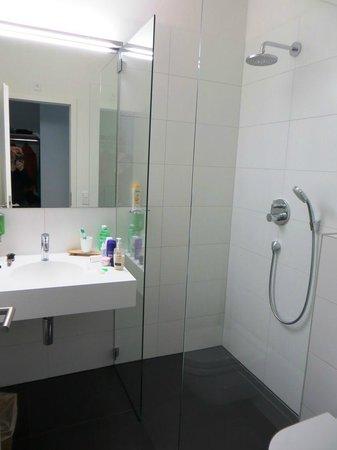 Midori Guesthouse: Bathroom