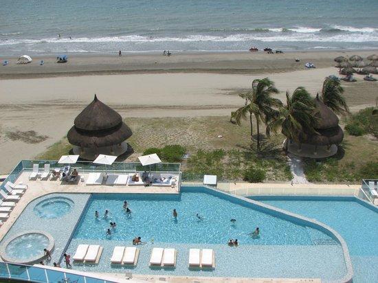 Hotel Las Américas Torre del Mar: View of pool from 7th floor room