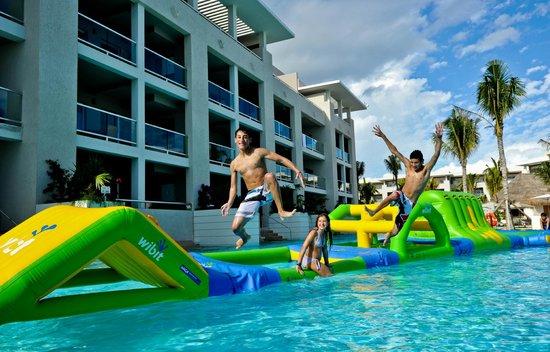 Alberca Principal / Main Pool (68352299)