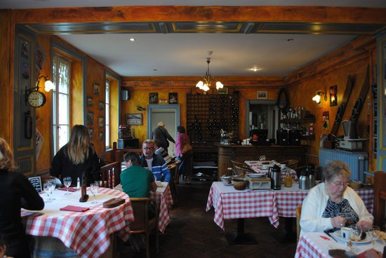 L'Escapade: Dining area