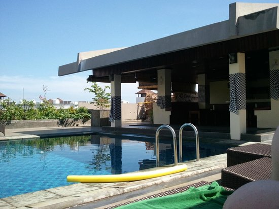 Champlung Mas Hotel: roof pool