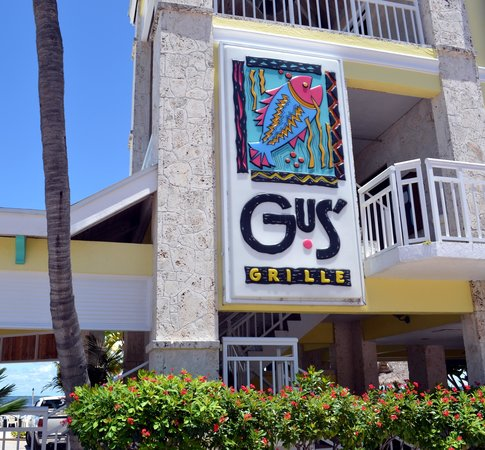 Gus' Grille: Front View