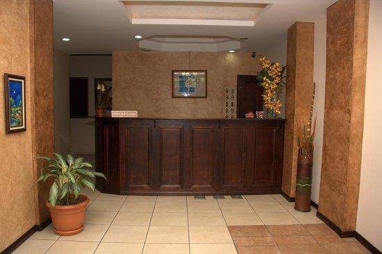 Hotel Quinta Avenida: Recepción