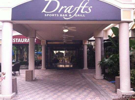 Drafts Sports Bar & Grill: Drafts Entrance