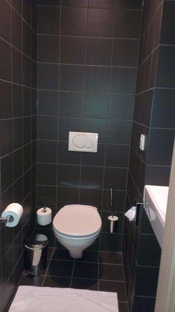 Hotel de la Source: separate toilet off the lounge