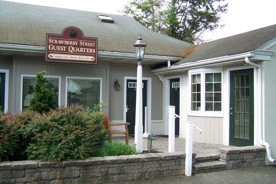 Inn at Kitchen Kettle Village: 101 Strawberry Street