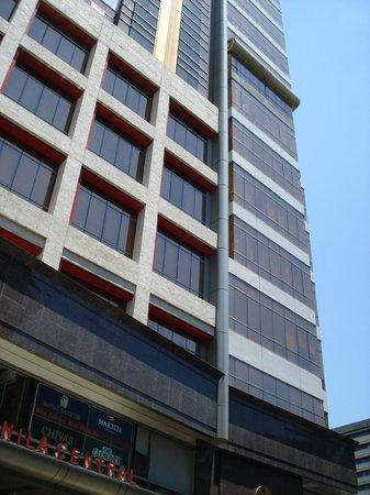 Ramada Manila Central: Hotel Exterior