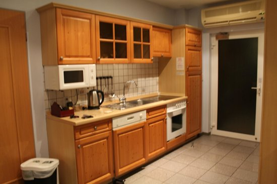 Admiralty Lodge Motel: Kitchen