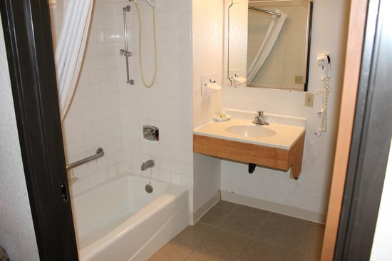 Super 8 Shakopee: Handicapped accessible shower and sink