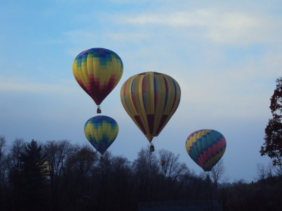 Equniox Balloons: Flying the balloon in Cambridge, New York