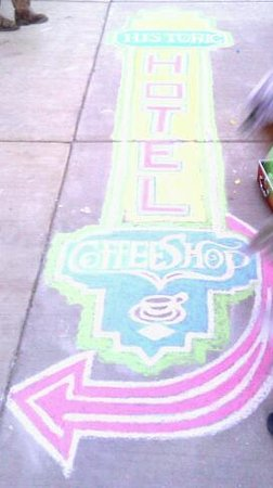 Historic Hotel Greybull: chalk art outside was welcoming:)