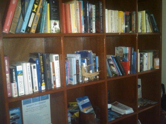 Hotel el Moro: English & Spanish books hotel library
