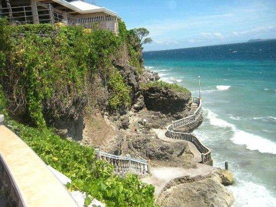 Antulang Beach Resort: cliff