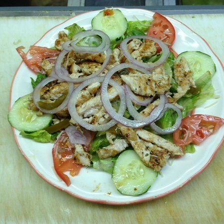 Dino's Italian Restaurant: Grilled Chicken Salad