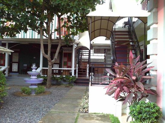 Purple Fountain  Inn: view from Inn lobby