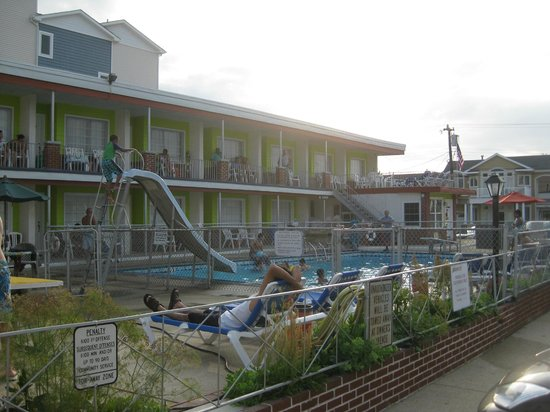 Sea Chest Motel : Front View