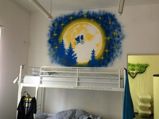 Blind Eye Hostel & Guest House: Sweet art all around the place