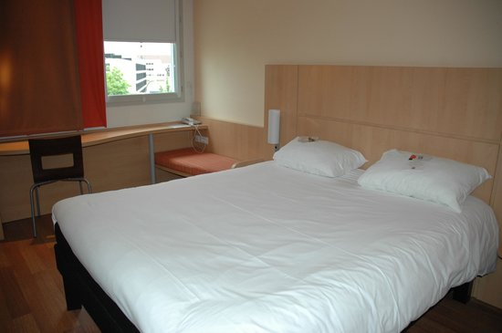 Ibis Dijon Centre Clemenceau : Well-designed room