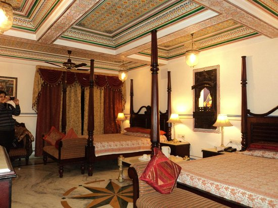Umaid Bhawan Heritage House Hotel: Room decor