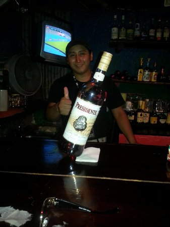 Tiki Tok Restaurant Bar: Fun fun bartenders