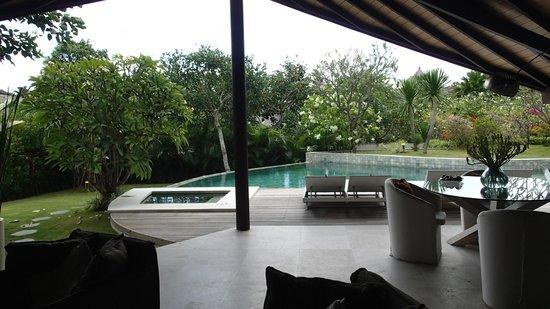 The Layar - Designer Villas and Spa: pool area :)