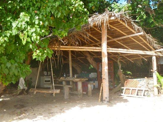 Mafana Island Beach Backpackers : Outdoor Kitchen