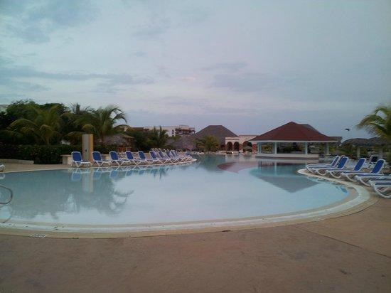 Piscine picture of memories paraiso beach resort cayo for Piscine issoudun