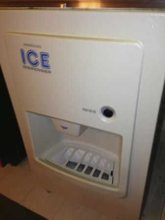 Holiday Inn Little Rock-Airport-Conf Ctr: Moldy Ice Machine