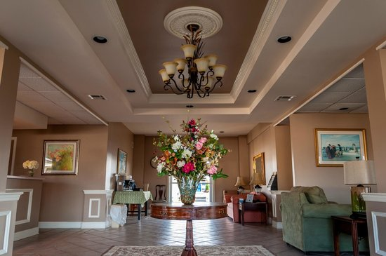 Point Pleasant Manor: Lobby
