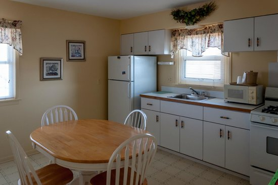 Point Pleasant Manor: Apartment with kitchen
