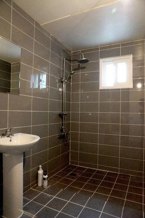 Agrina Guesthouse: bathroom