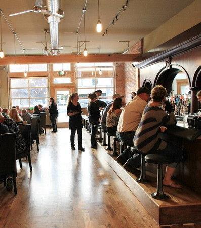 Oroville, WA: Bar