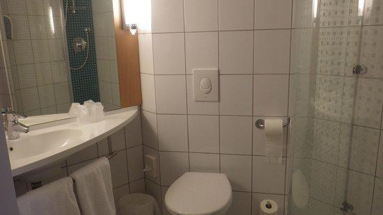 Ibis Kaunas Centre: salle de bain