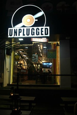 Unplugged Cafe N Grill: Entry
