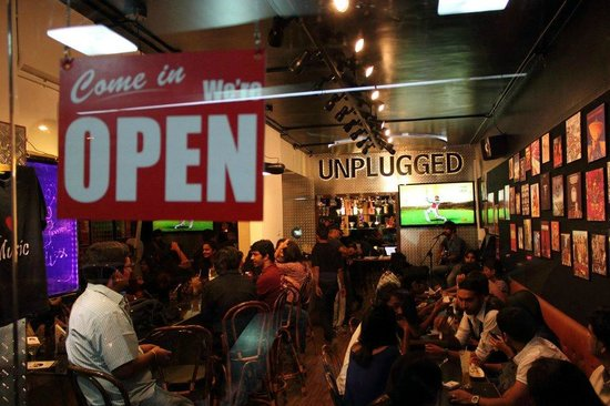 Unplugged Cafe N Grill: Indoor Seating