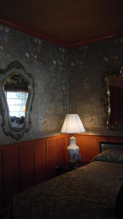 "Madonna Inn : ""China"" Room"
