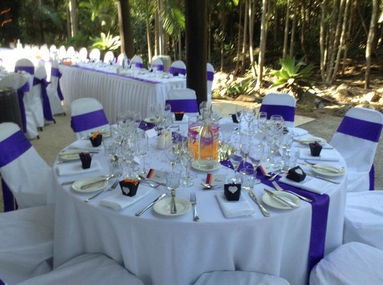 Cedar Creek Lodges: wedding reception next to ceremony area