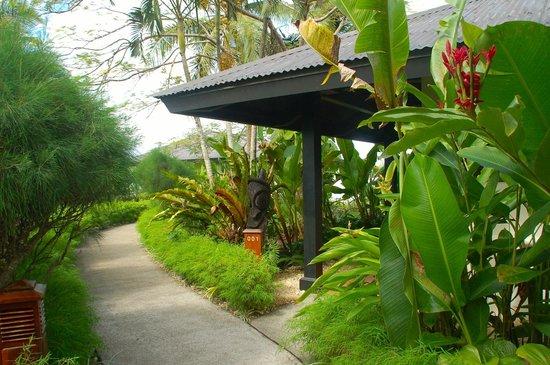 Warwick Le Lagon - Vanuatu: Gardens around Lagoon bungalows