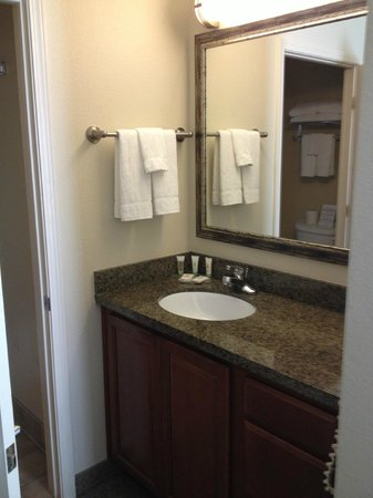 Staybridge Suites Palmdale: Bathroom