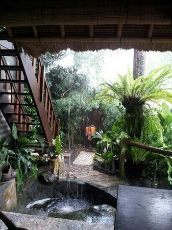Graha Moding Villas: Kitchen area...great place to be stranded in a downpour!