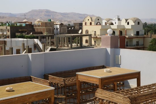 Amon Hotel Luxor: Theban mountain view from rooftop