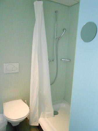 Hotel Cristal Design: Large shower area