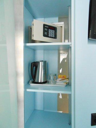 Hotel Cristal Design: Safe and kettle