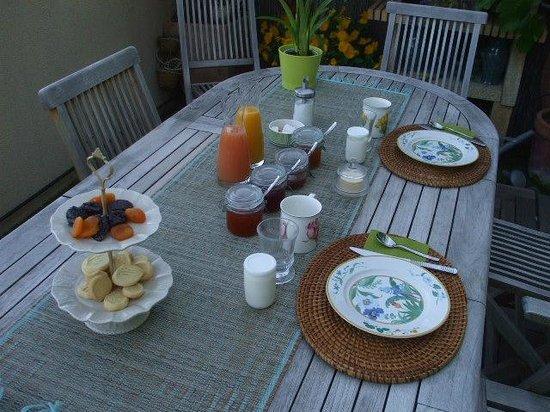 BnB Les Amis de Marseille : 朝食はテラスで