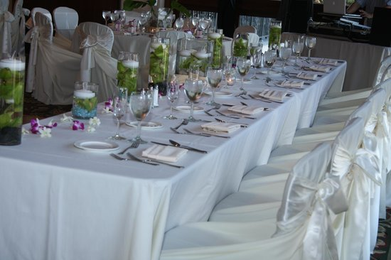Catamaran Resort Hotel and Spa: Bridal Party Head Table
