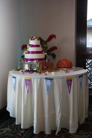 Catamaran Resort Hotel and Spa: Cake table-Wedding cake and bball groom's cake