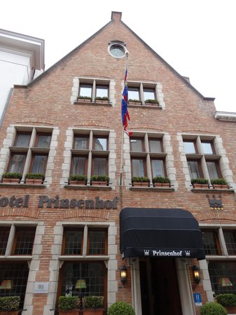 Hotel Prinsenhof Bruges: ホテル正面
